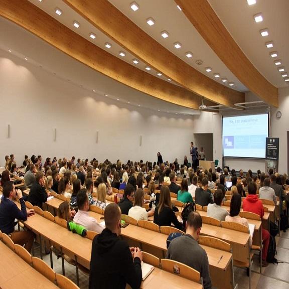 Polonya Vistula Üniversitesi